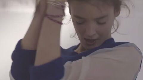 VIDEO Charlotte Le Bon danse sous hypnose dans un clip