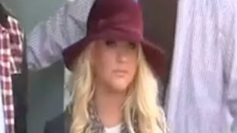 VIDEO Christina Aguilera fait son shopping de Noël