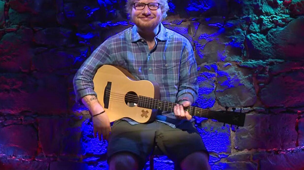 VIDEO Ed Sheeran se produit en peep-show, mais les gens ne viennent pas le voir