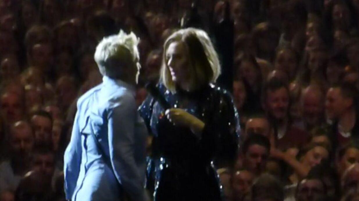 VIDEO En plein concert, Adele aide une fan à demander son petit ami en mariage