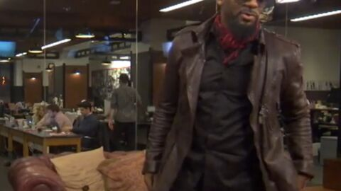 VIDEO Interrogé sur son sulfureux passé, R. Kelly claque la porte d'une interview