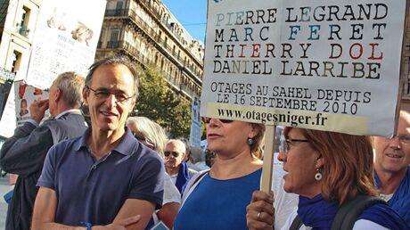 VIDEO Jean-Jacques Goldman dans les rues de Marseille pour les otages français