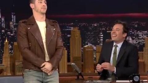VIDEO Nick Jonas raconte sa plus grande honte sur un red carpet et c'est très gênant