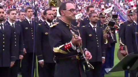 Le garde républicain rockeur qui a ému le Stade de France se confie sur ce moment intense