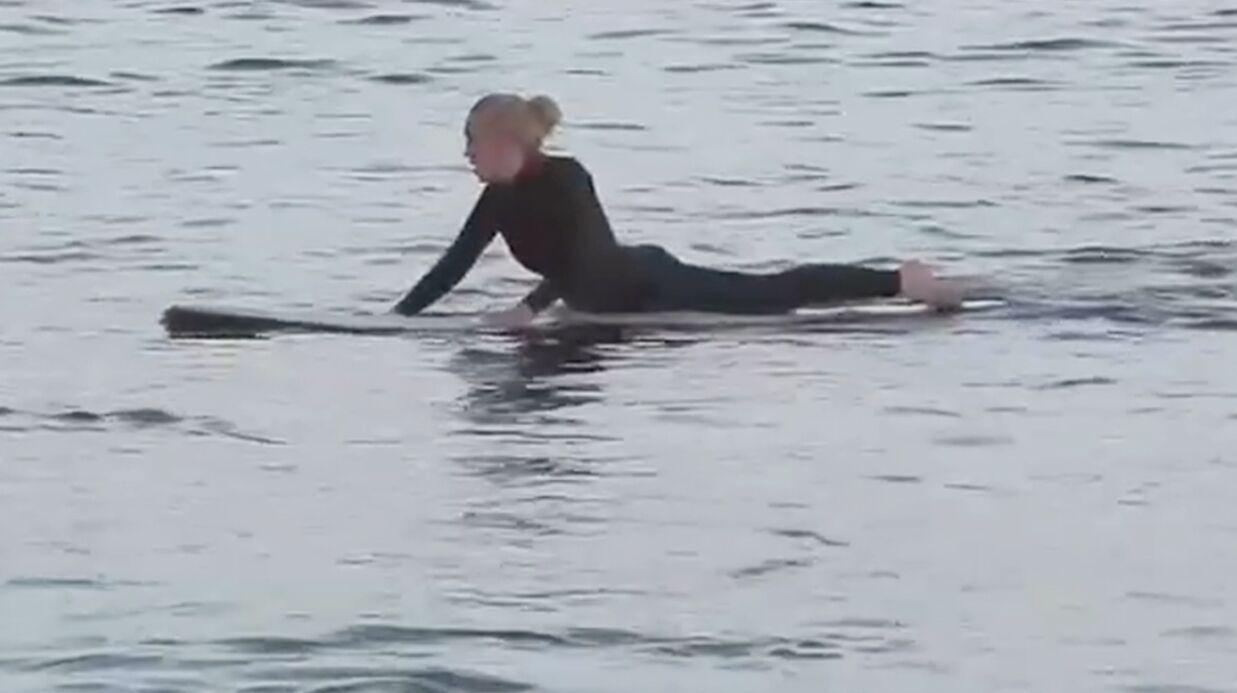 VIDEO Lindsay Lohan s'éclate avec sa planche de surf