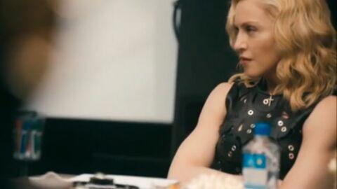 VIDEO Madonna moquée à cause de sa très étrange manière de signer des contrats…