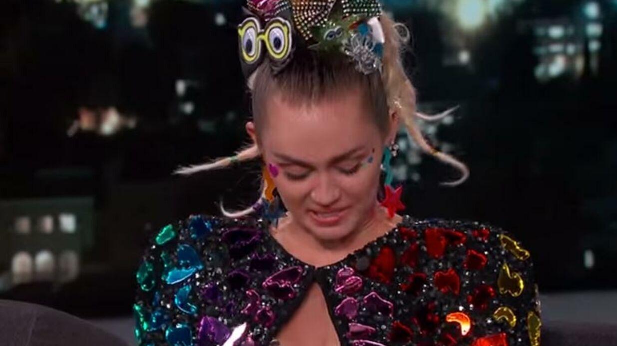 VIDEO Miley Cyrus débarque topless sur le plateau de Jimmy Kimmel