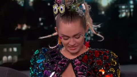 VIDEO Miley Cyrus débarque topless sur le plateau de Jimmy Kimmel