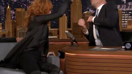 VIDEO En promo aux USA, Mylène Farmer s'attaque à Jimmy Fallon à coup de poêle