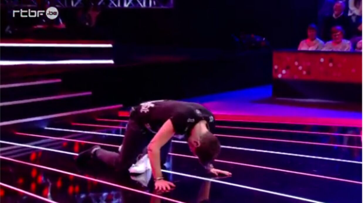 VIDEO La GROSSE chute de Quen­tin Mosi­mann sur le plateau de The Voice