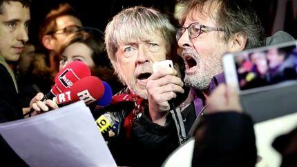 VIDEO Renaud chante lors de l'hommage aux victimes de Charlie Hebdo