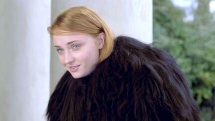 VIDEO Sophie Turner (Game of Thrones) chante du Adele déguisée en Jon Snow, puis imite Justin Bieber
