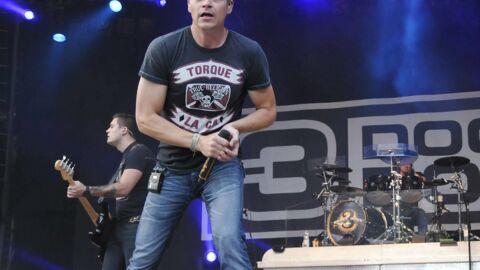 VIDEO Le chanteur d'un groupe de rock fait virer un homme violent en plein milieu d'un concert