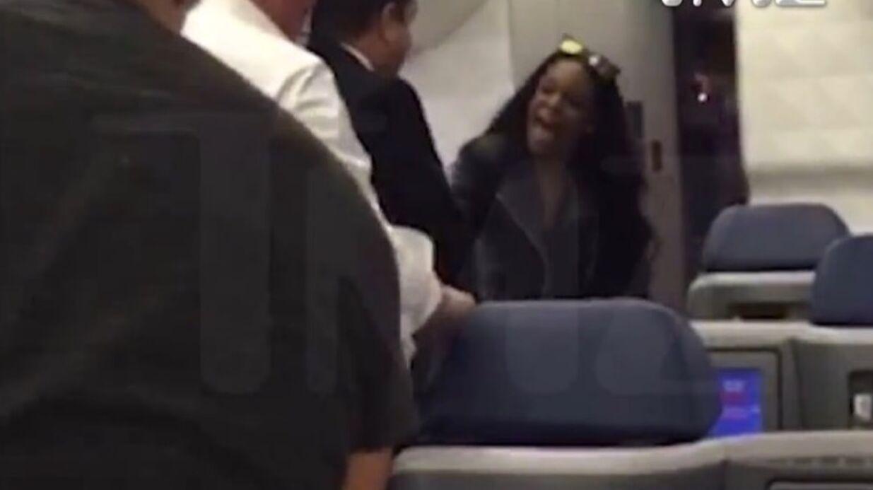 VIDEO Une chanteuse américaine s'attaque violemment à un couple de Français dans un avion