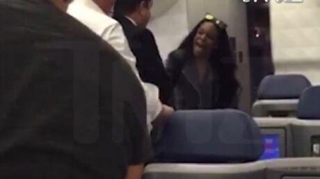 video-une-chanteuse-americaine-s-attaque-violemment-a-un-couple-de-francais-dans-un-avion