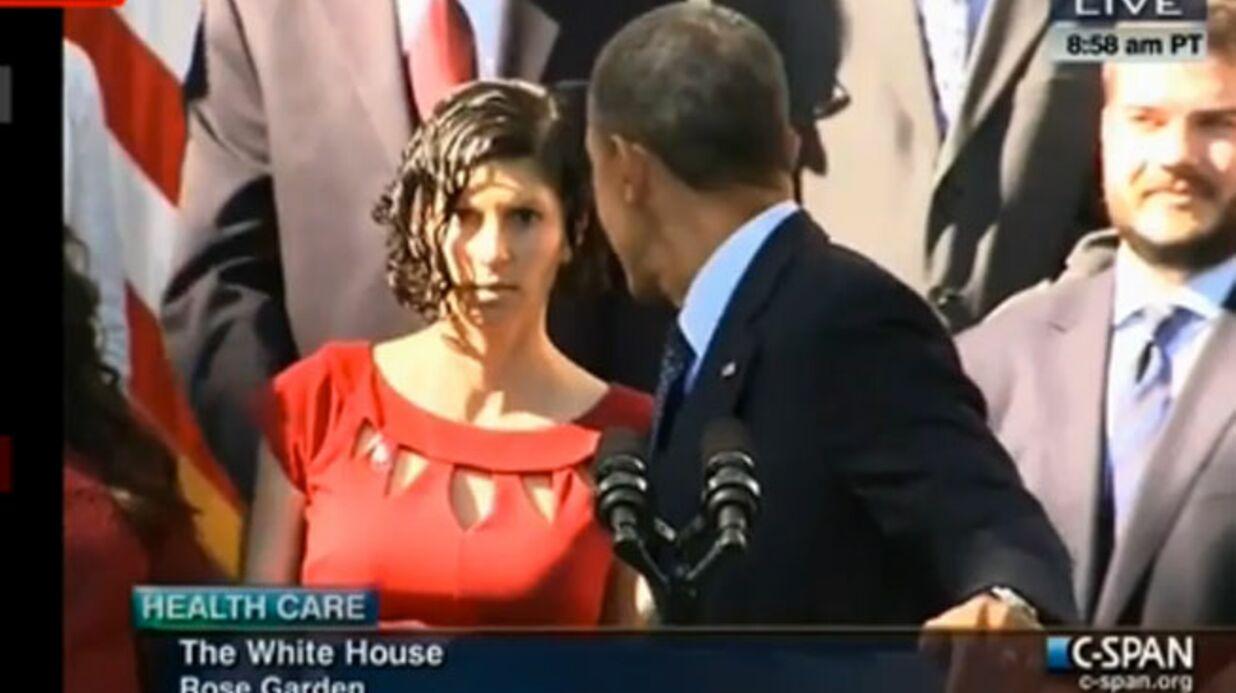 VIDEO Barack Obama aide une femme enceinte prise d'un malaise pendant son discours