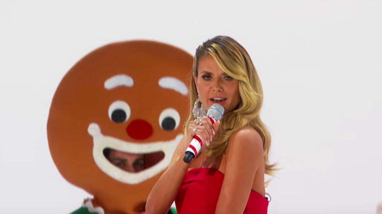 VIDEO Heidi Klum pousse la chansonnette et chute pendant sa performance