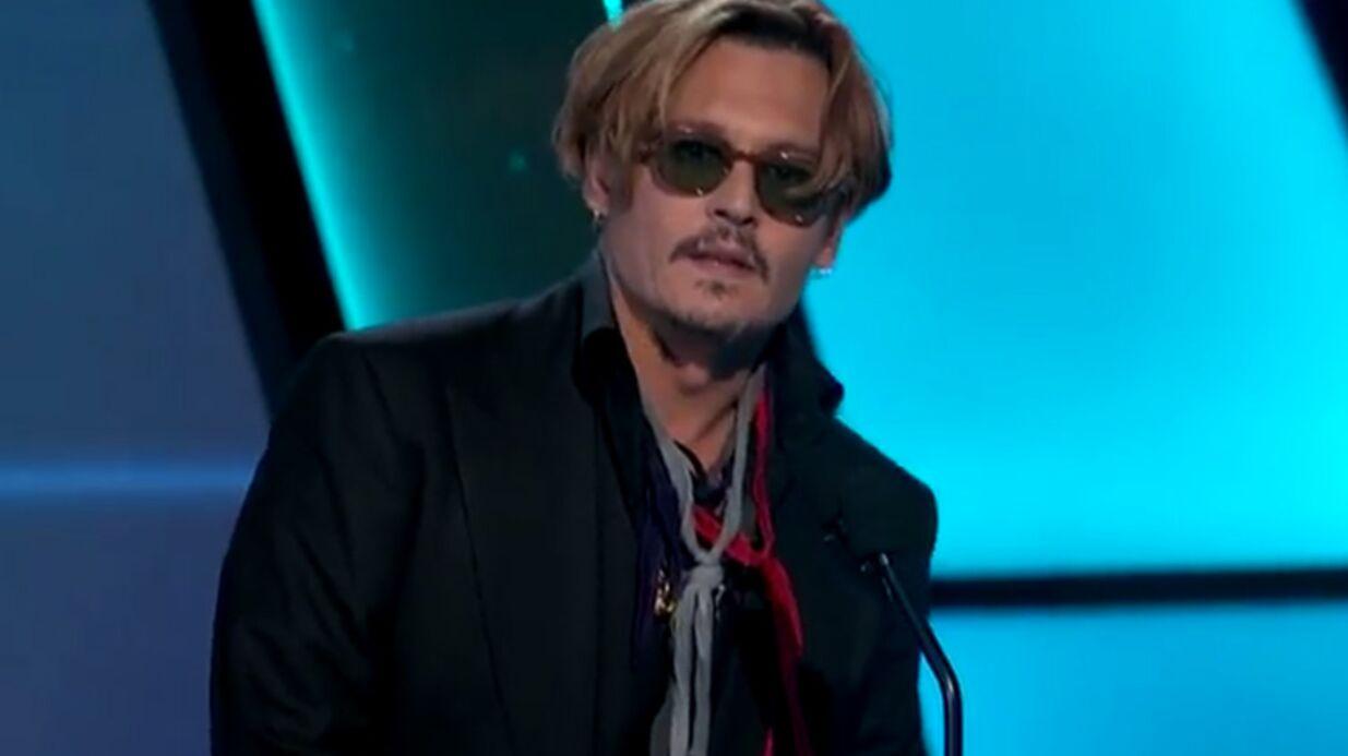 VIDEO Johnny Depp: son comportement étrange aux Hollywood Film Awards