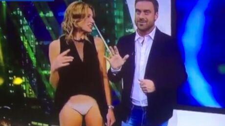 VIDEO Sa bague se prend dans sa robe, une présentatrice montre ses dessous à la télé
