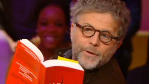 VIDEO Stéphane Guillon lit un roman érotique avec l'intonation de Fabrice Luchini (et c'est très drôle!)
