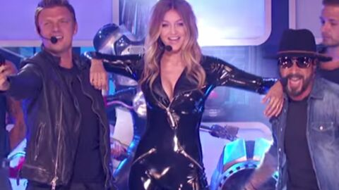 VIDEO Ultra sexy dans sa combinaison zippée, Gigi Hadid se donne en spectacle avec les Backstreet Boys