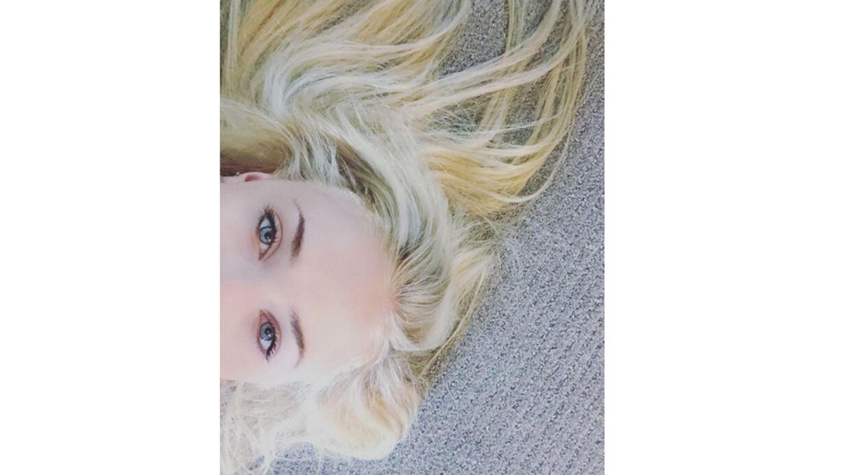 PHOTO  Sophie Turner (Game of Thrones) a abandonné son roux pour un blond platine