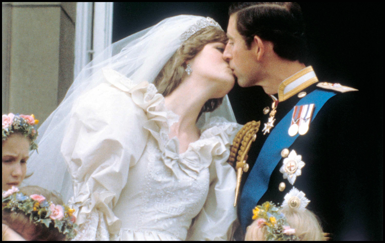 La Presque Robe De Mariage De Lady Di Vendue Aux Encheres
