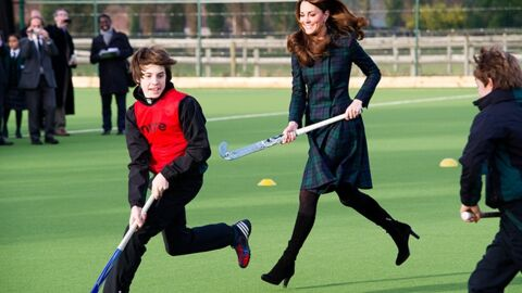 PHOTOS Kate Middleton joue (en talons) au hockey sur gazon