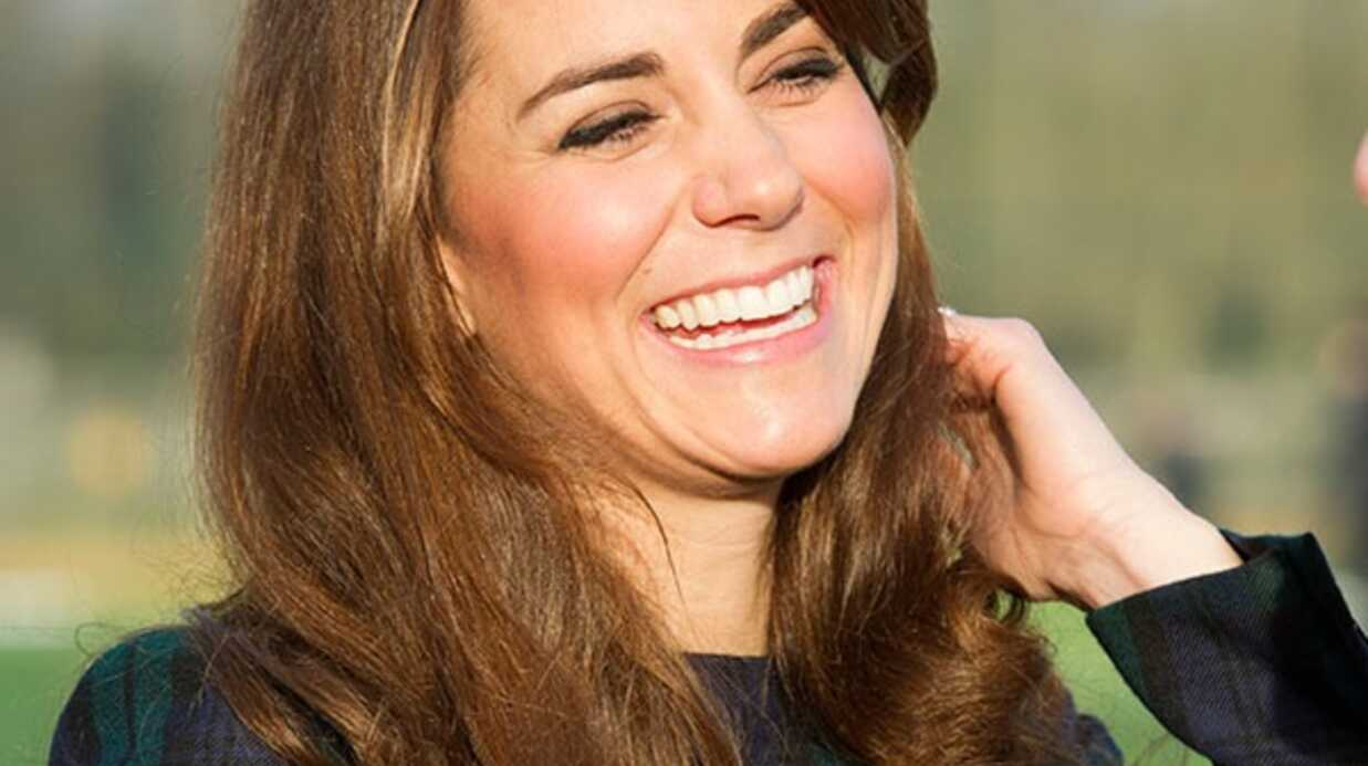 PHOTOS Kate Middleton joue (en talons) au hockey sur gazon