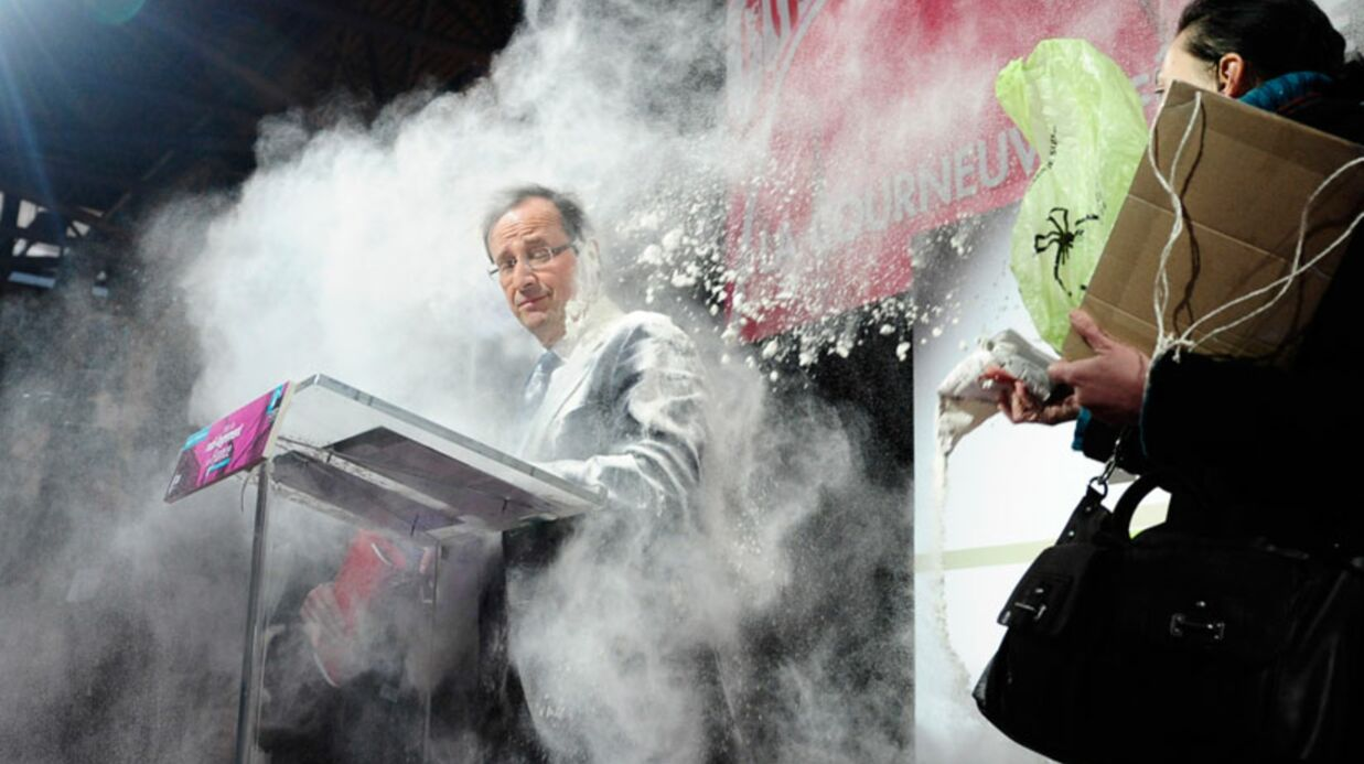 VIDEO François Hollande enfariné en public
