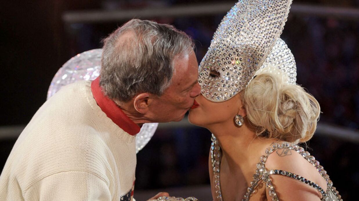 PHOTOS Lady Gaga embrasse le maire de New York à pleine bouche!
