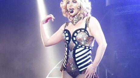 VIDEO Britney Spears a bien failli perdre son costume en plein concert