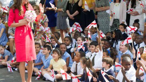 PHOTOS Kate Middleton élégante et estivale pour rencontrer des petits Anglais