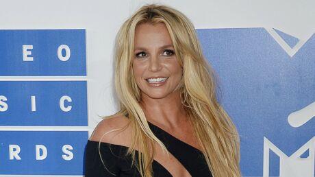 PHOTOS Britney Spears montre ses impressionnants abdos (et manque de perdre son mini-short)