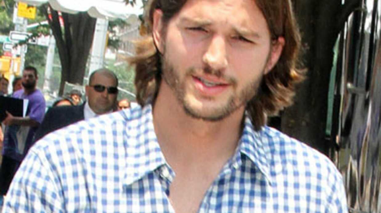Ashton Kutcher : tensions sur le tour­nage de Mon Oncle Char­lie