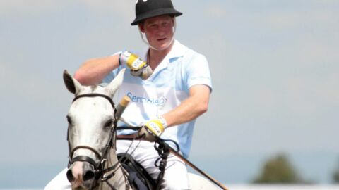 PHOTOS Le prince Harry sauve un rival lors d'un match de polo