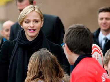 Charlène de Monaco au milieu des enfants pour un tournoi de rugby