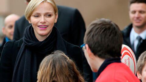 DIAPO Charlène de Monaco entourée d'enfants pour un tournoi de rugby