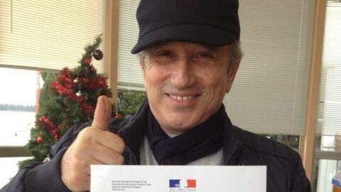 Michel Drucker obtient son brevet de pilote d'avion