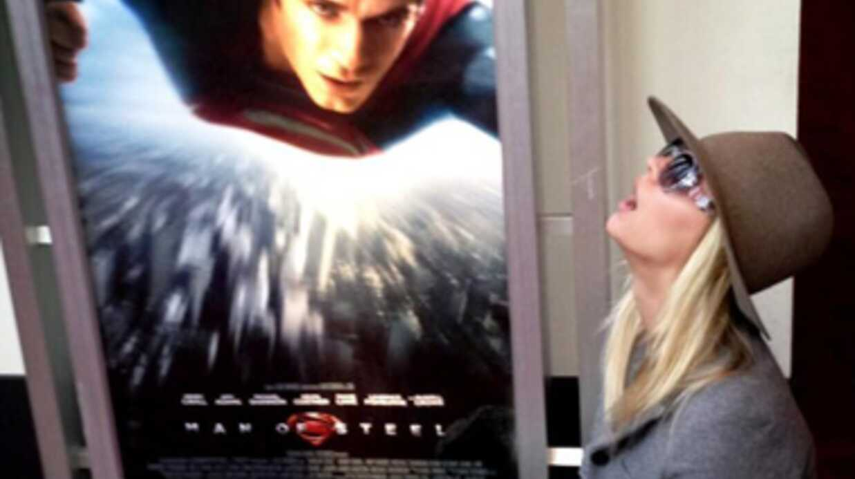 Henry Cavill (Superman) sort avec Kaley Cuoco (The Big Bang Theory)