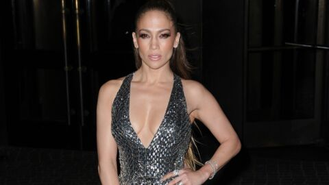 PHOTOS Jennifer Lopez: un décolleté incendiaire pour la présentation de Shades of blue
