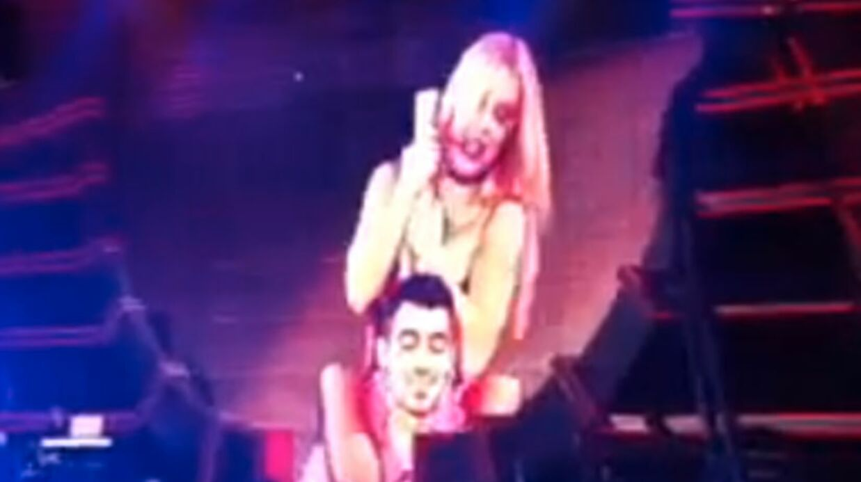 Brit­ney Spears offre un lap dance ultra hot à Joe Jonas