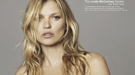 Kate Moss enlève le haut contre le cancer du sein