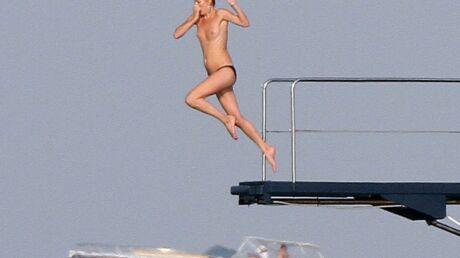 DIAPO Kate Moss: plongeon seins nus à Saint-Tropez