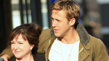 PHOTOS Ryan Gosling délaisse Eva Mendes pour sa maman