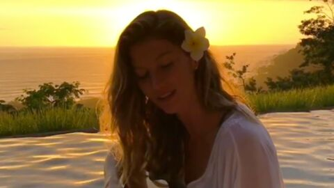 VIDEO Gisele Bündchen chante a capella au coucher du soleil et c'est canon