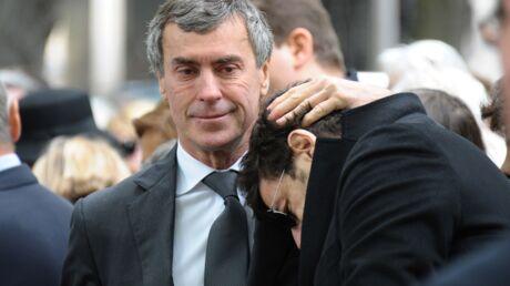 DIAPO Patrick Bruel réconforté par Jérôme Cahuzac aux obsèques de Guy Carcassonne