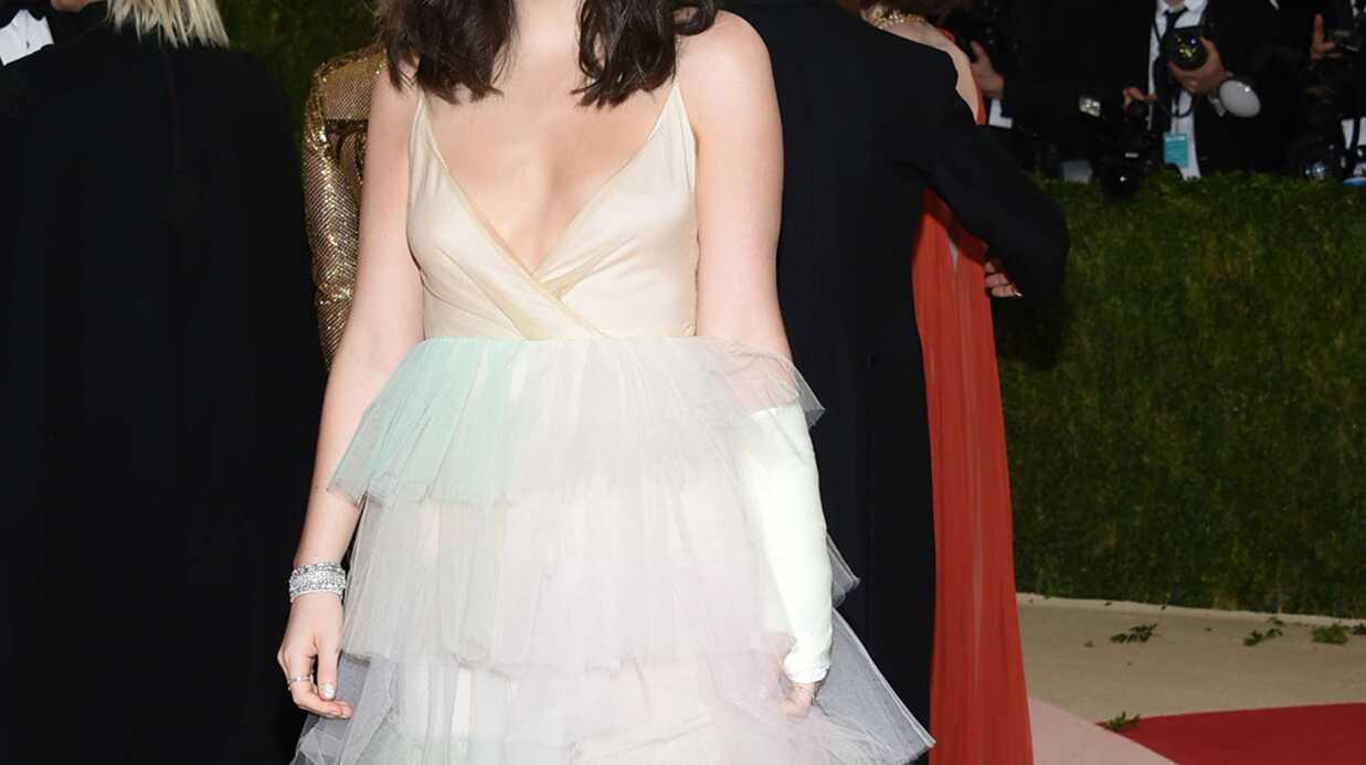 PHOTOS MET 2016: accident de robe pour Lorde, elle dévoile un sein