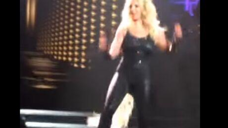VIDEO Britney Spears perd ses cheveux sur scène!