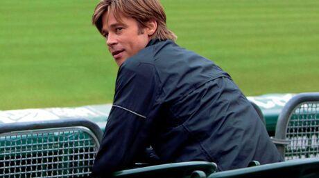 Brad Pitt ne fait pas le poids face à un dauphin